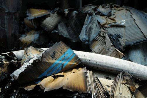 Sau tiếng nổ lớn, kho chứa cồn bốc cháy ngùn ngụt - 12