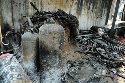 Sau tiếng nổ lớn, kho chứa cồn bốc cháy ngùn ngụt - 13