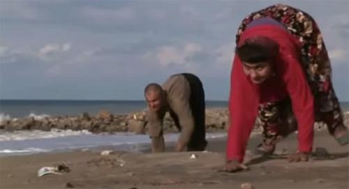 """Video: Gia đình đi bằng """"4 chân"""" ở Thổ Nhĩ Kỳ - 1"""