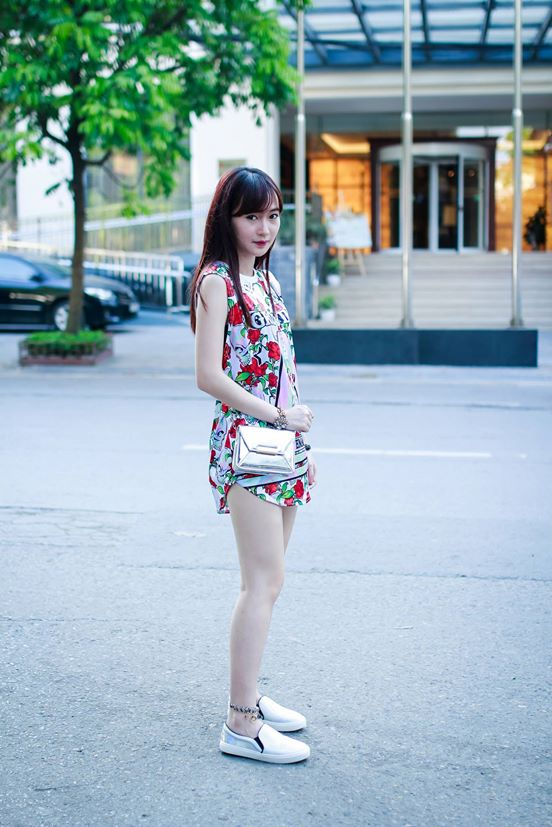 Mặc váy xòe với giầy thể thao không khó - 4