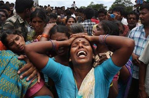 Ấn Độ: Tàu hỏa đâm xe buýt, 13 người thiệt mạng - 1