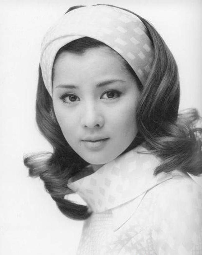Nữ diễn viên kỳ cựuSayuri Yoshinaga bất ngờ giữ ngôi đầu bảng.
