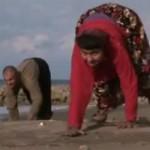 """Phi thường - kỳ quặc - Video: Gia đình đi bằng """"4 chân"""" ở Thổ Nhĩ Kỳ"""