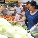 """Thị trường - Tiêu dùng - Giá xăng tăng nhưng DN chưa dám """"ăn theo"""""""