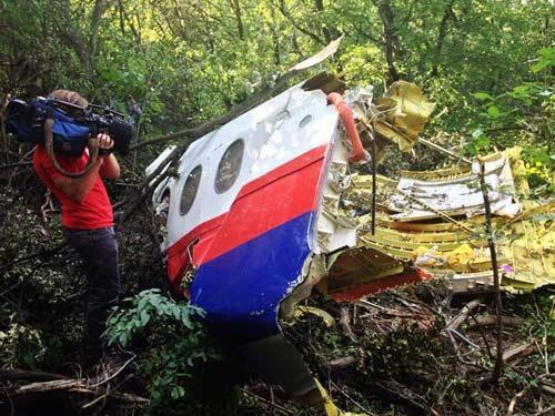 Vụ MH17: Tiếp tục tìm thấy xác nạn nhân ở hiện trường - 1