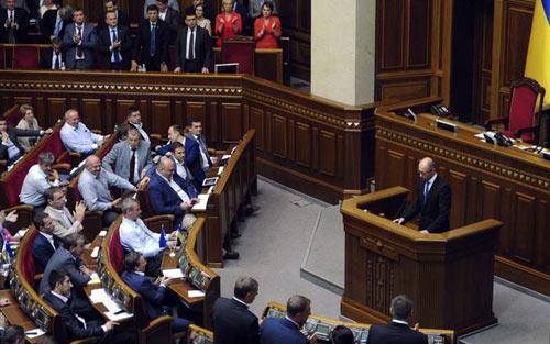 Thủ tướng Ukraine bất ngờ từ chức - 1