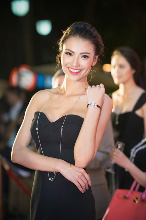 Hoa hậu Thu Thảo đẹp hút hồn trên thảm đỏ - 8