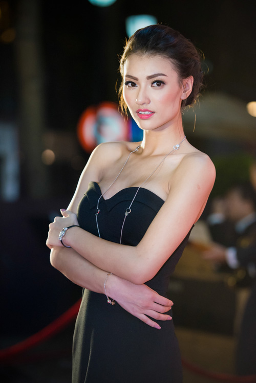 Hoa hậu Thu Thảo đẹp hút hồn trên thảm đỏ - 9