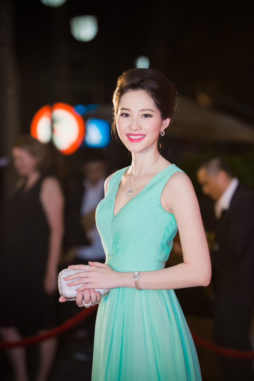 Hoa hậu Thu Thảo đẹp hút hồn trên thảm đỏ - 3
