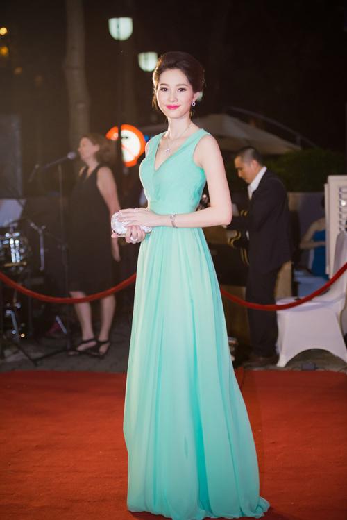 Hoa hậu Thu Thảo đẹp hút hồn trên thảm đỏ - 4