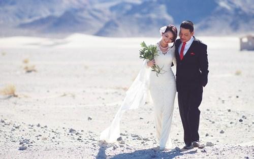 Kim Hiền say đắm hôn chồng sắp cưới trên sa mạc - 1