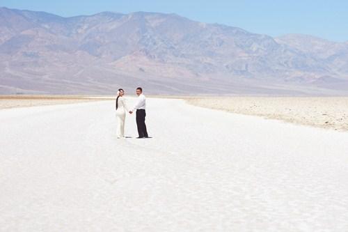 Kim Hiền say đắm hôn chồng sắp cưới trên sa mạc - 3
