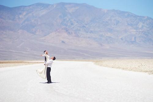 Kim Hiền say đắm hôn chồng sắp cưới trên sa mạc - 4