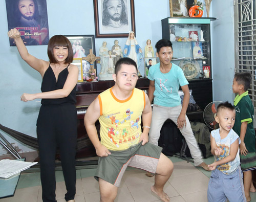Danh ca Ý Lan 60 tuổi vẫn nhảy Gangnam style - 3