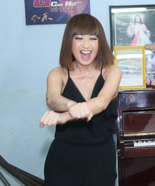 Danh ca Ý Lan 60 tuổi vẫn nhảy Gangnam style - 2