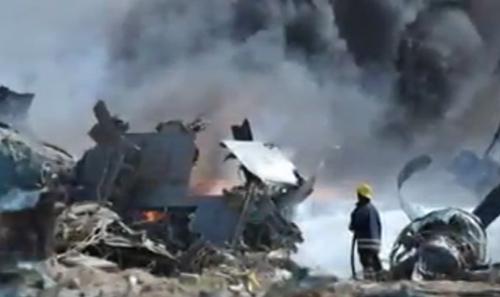 Thảm kịch máy bay Algeria rơi giết chết 4 gia đình - 1