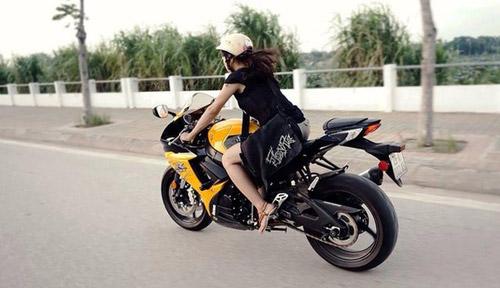 """Những hot girl 9x """"nên duyên"""" với xe môtô - 6"""
