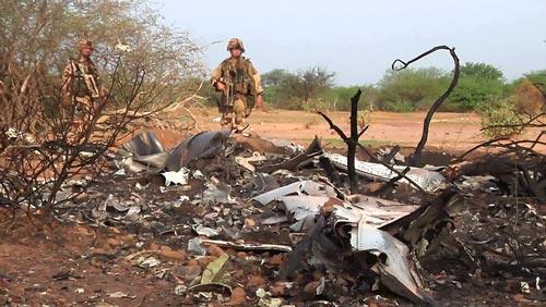 Hình ảnh đầu tiên về hiện trường máy bay Algeria rơi - 2