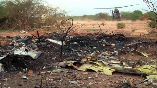 Hình ảnh đầu tiên về hiện trường máy bay Algeria rơi - 3