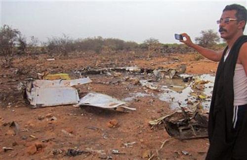 Hình ảnh đầu tiên về hiện trường máy bay Algeria rơi - 6