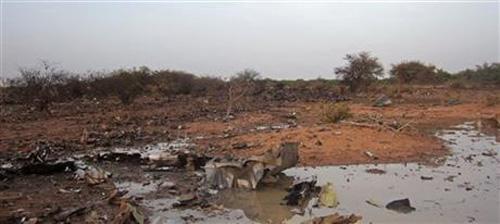Hình ảnh đầu tiên về hiện trường máy bay Algeria rơi - 7