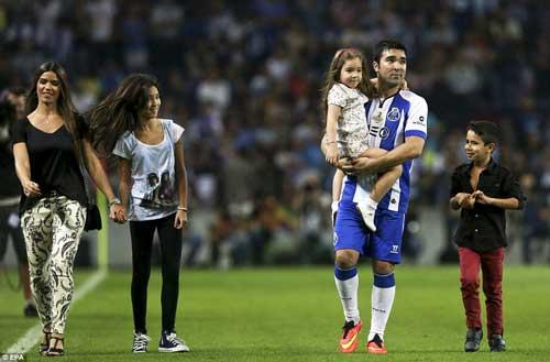 Messi, Eto'o tỏa sáng ngày chia tay Deco - 5