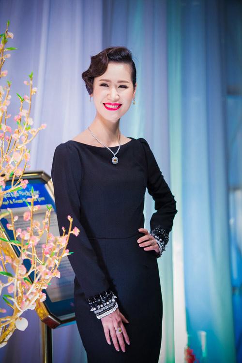 Người đẹp Hà Thành đọ nhan sắc khi đi tiệc - 1
