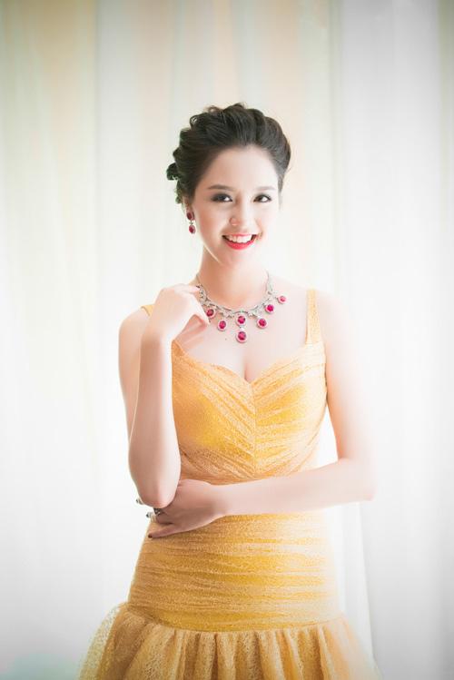 Người đẹp Hà Thành đọ nhan sắc khi đi tiệc - 2