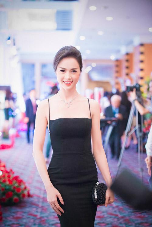 Người đẹp Hà Thành đọ nhan sắc khi đi tiệc - 5