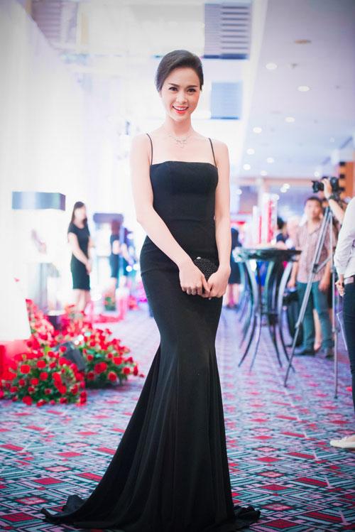 Người đẹp Hà Thành đọ nhan sắc khi đi tiệc - 7