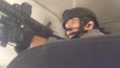 Canada: Cảnh sát đặc nhiệm đột kích máy bay chở khách - 1