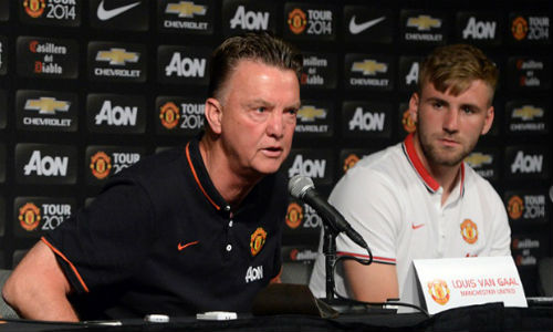 Van Gaal sẽ làm ra nhẽ với Mourinho về Luke Shaw - 1
