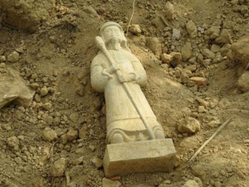 Phát hiện tượng cổ bằng đá còn nguyên vẹn ở Hà Tĩnh - 1