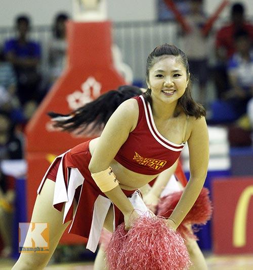 """Dàn hotgirl """"bốc lửa"""" cổ vũ Saigon Heat - 1"""
