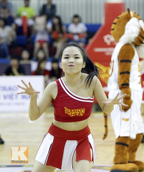 """Dàn hotgirl """"bốc lửa"""" cổ vũ Saigon Heat - 2"""