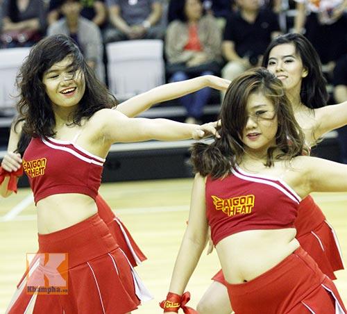 """Dàn hotgirl """"bốc lửa"""" cổ vũ Saigon Heat - 6"""