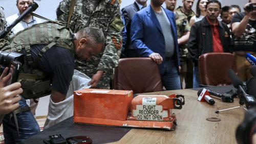 Dữ liệu hộp đen khẳng định MH17 bị tên lửa bắn rơi - 1