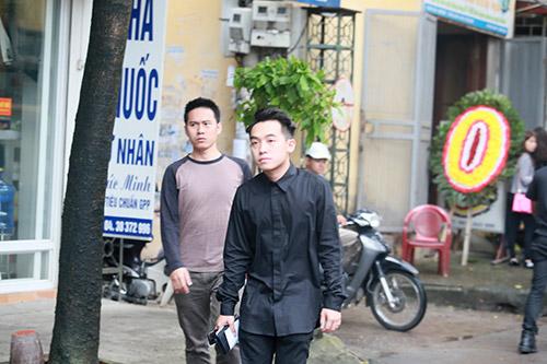 Dàn hot teen mặc áo đen viếng Toàn Shinoda - 1