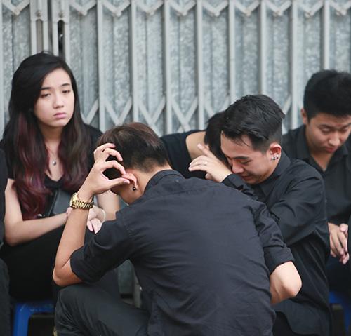Dàn hot teen mặc áo đen viếng Toàn Shinoda - 4