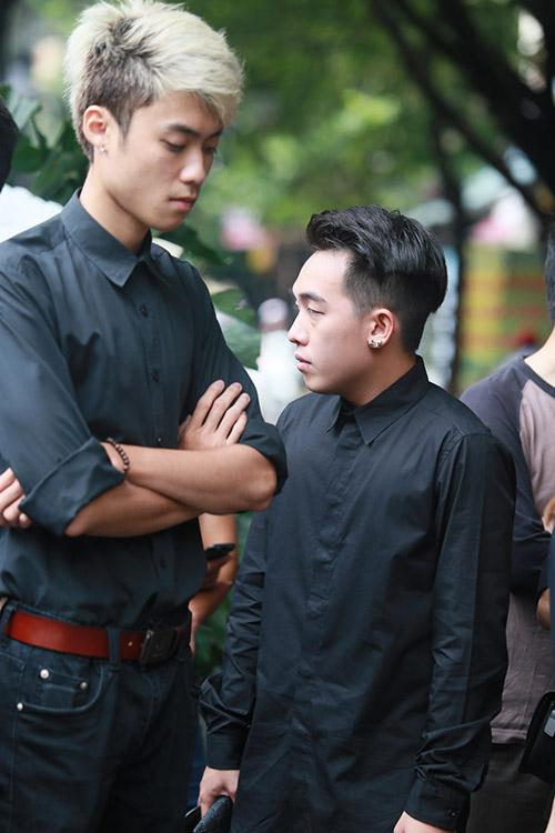 Dàn hot teen mặc áo đen viếng Toàn Shinoda - 3