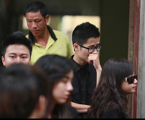 Dàn hot teen mặc áo đen viếng Toàn Shinoda - 5