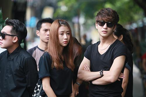 Dàn hot teen mặc áo đen viếng Toàn Shinoda - 7