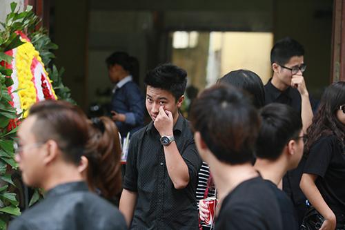 Dàn hot teen mặc áo đen viếng Toàn Shinoda - 9