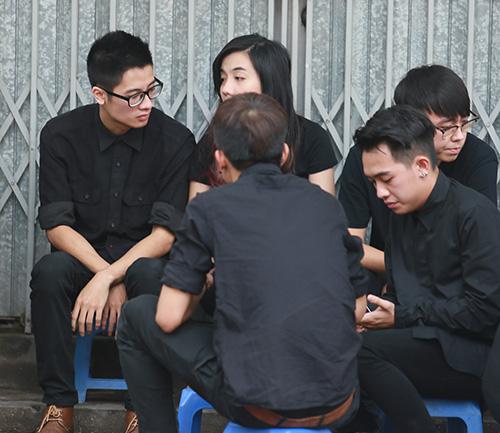 Dàn hot teen mặc áo đen viếng Toàn Shinoda - 11