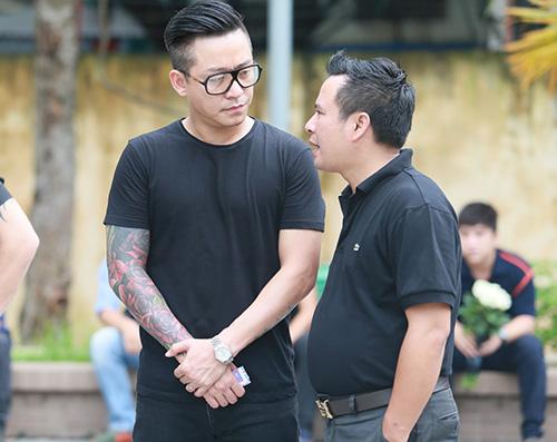 Dàn hot teen mặc áo đen viếng Toàn Shinoda - 12