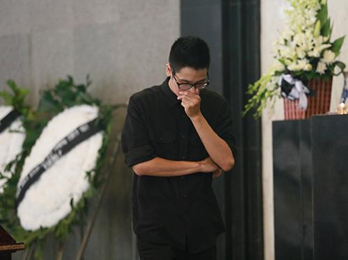 Dàn hot teen mặc áo đen viếng Toàn Shinoda - 14
