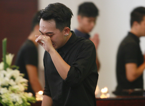Dàn hot teen mặc áo đen viếng Toàn Shinoda - 15