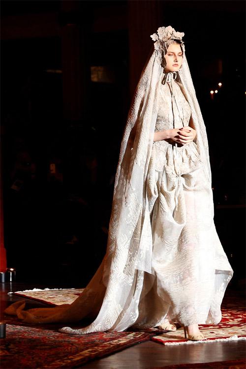 """Những bộ váy cưới xa xỉ khiến bạn phải """"đứng hình"""" - 4"""