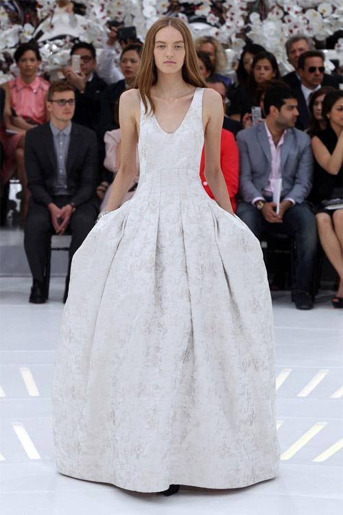 """Những bộ váy cưới xa xỉ khiến bạn phải """"đứng hình"""" - 11"""