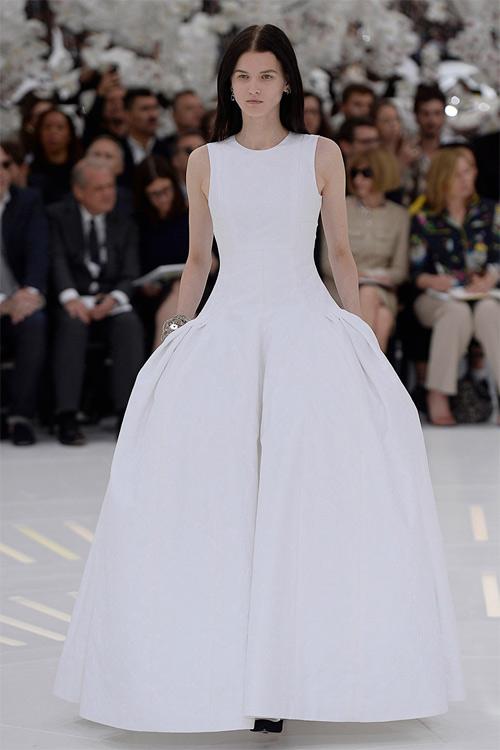 """Những bộ váy cưới xa xỉ khiến bạn phải """"đứng hình"""" - 12"""